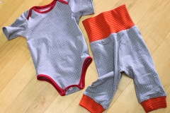 Genderneutrale Kinderkleider von Schneiderin Simona